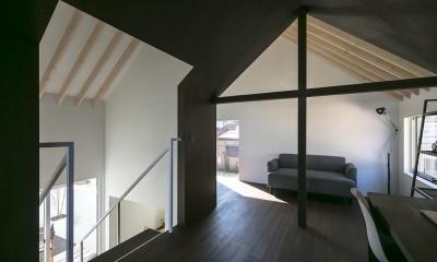 『やはぎの家』借景を楽しめるいろいろな居場所がみつかる家 (2階広間)