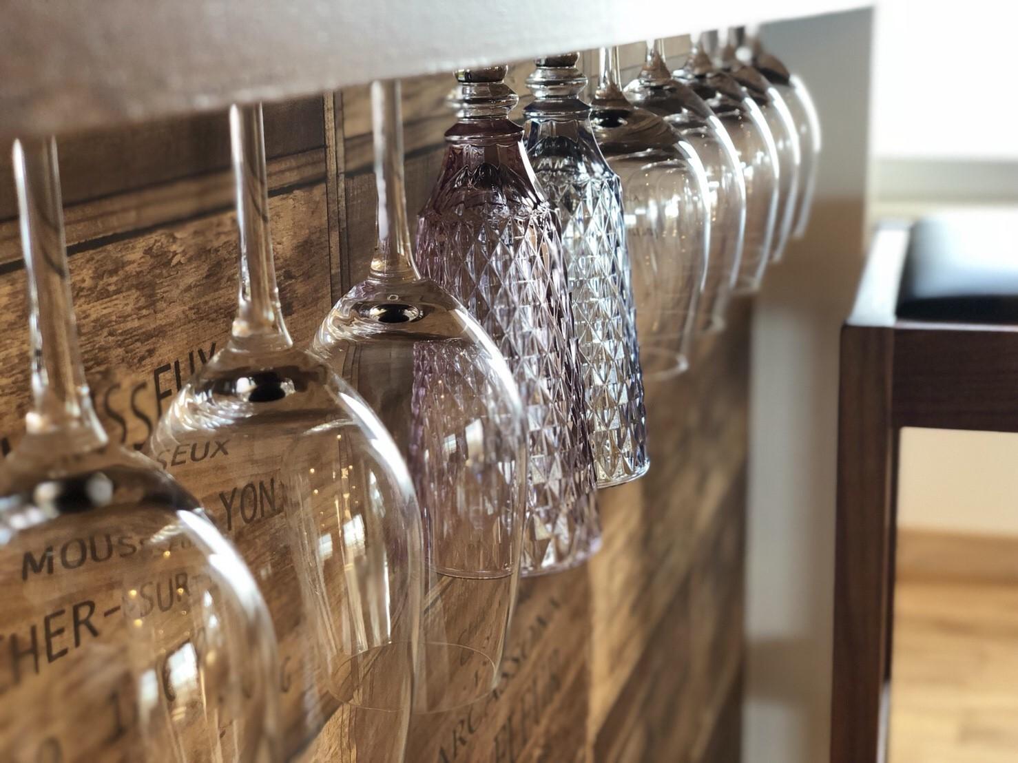 キッチン事例:造作ワイングラスホルダー(ワインを愉しむ住まい)