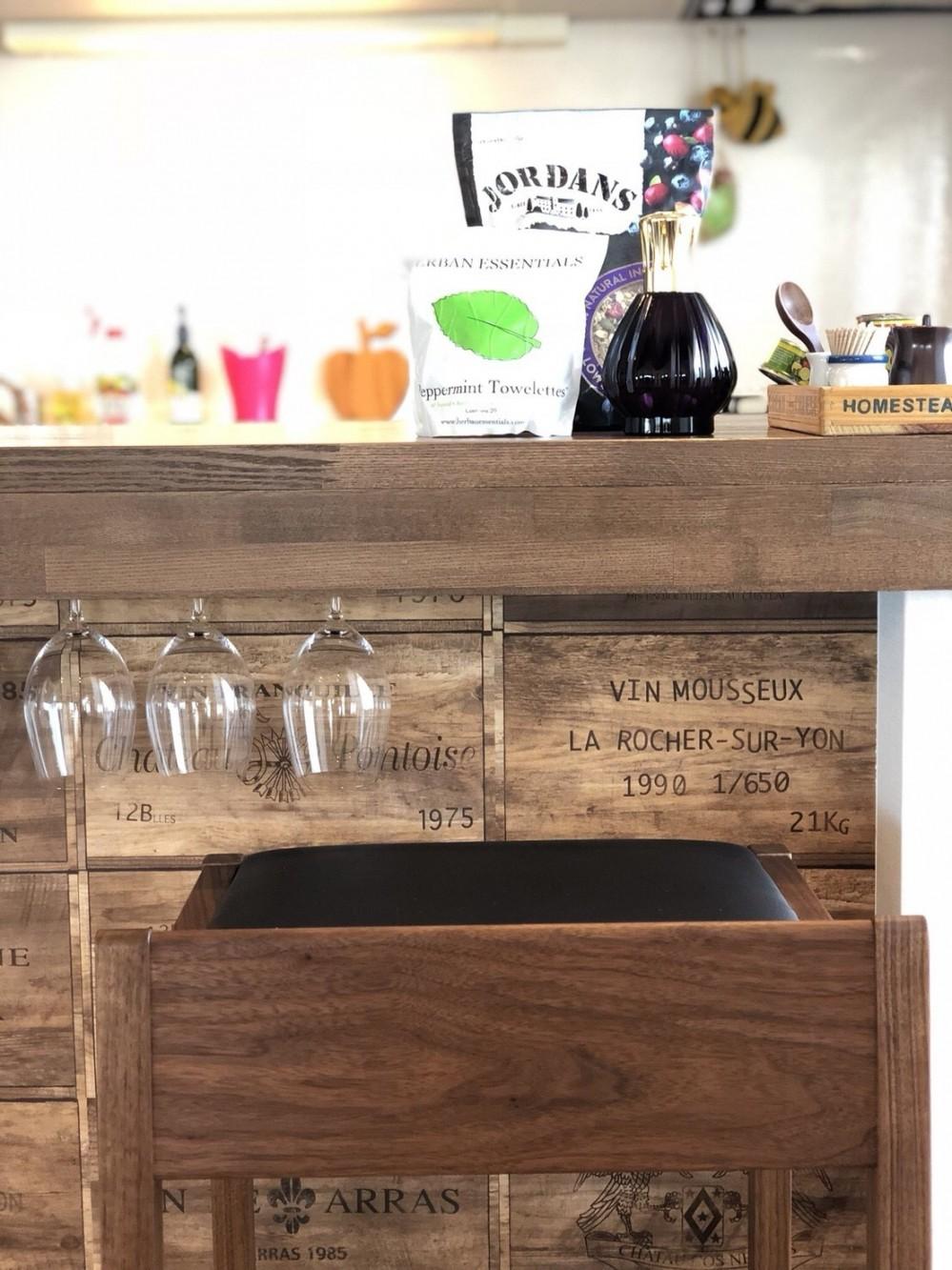 ワインを愉しむ住まい (造作ワイングラスホルダー)