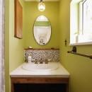 モロッコランプが似合うリビングの写真 洗面
