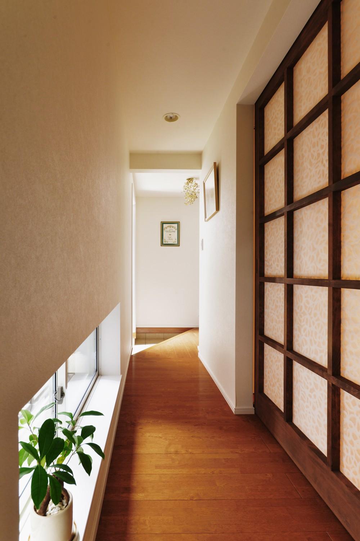 モロッコランプが似合うリビング (廊下)