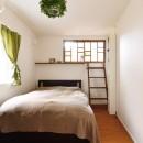 モロッコランプが似合うリビングの写真 寝室