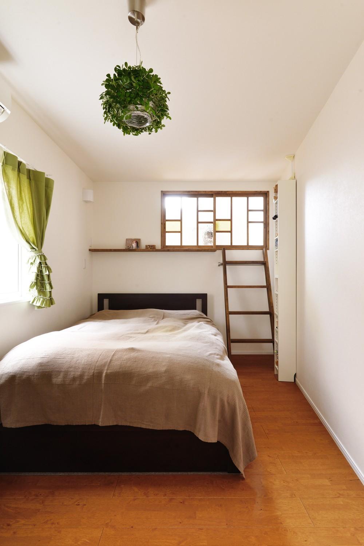 ベッドルーム事例:寝室(モロッコランプが似合うリビング)