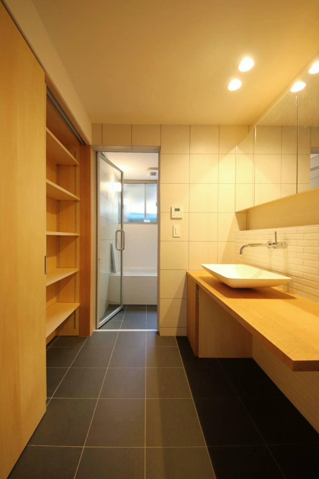 バス/トイレ事例:造作洗面・在来浴室(八尾の家(コンセプトハウス))