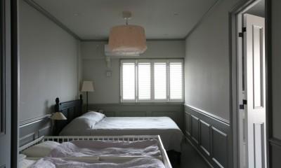 K邸 (照明が印象的な落ち着いた寝室)