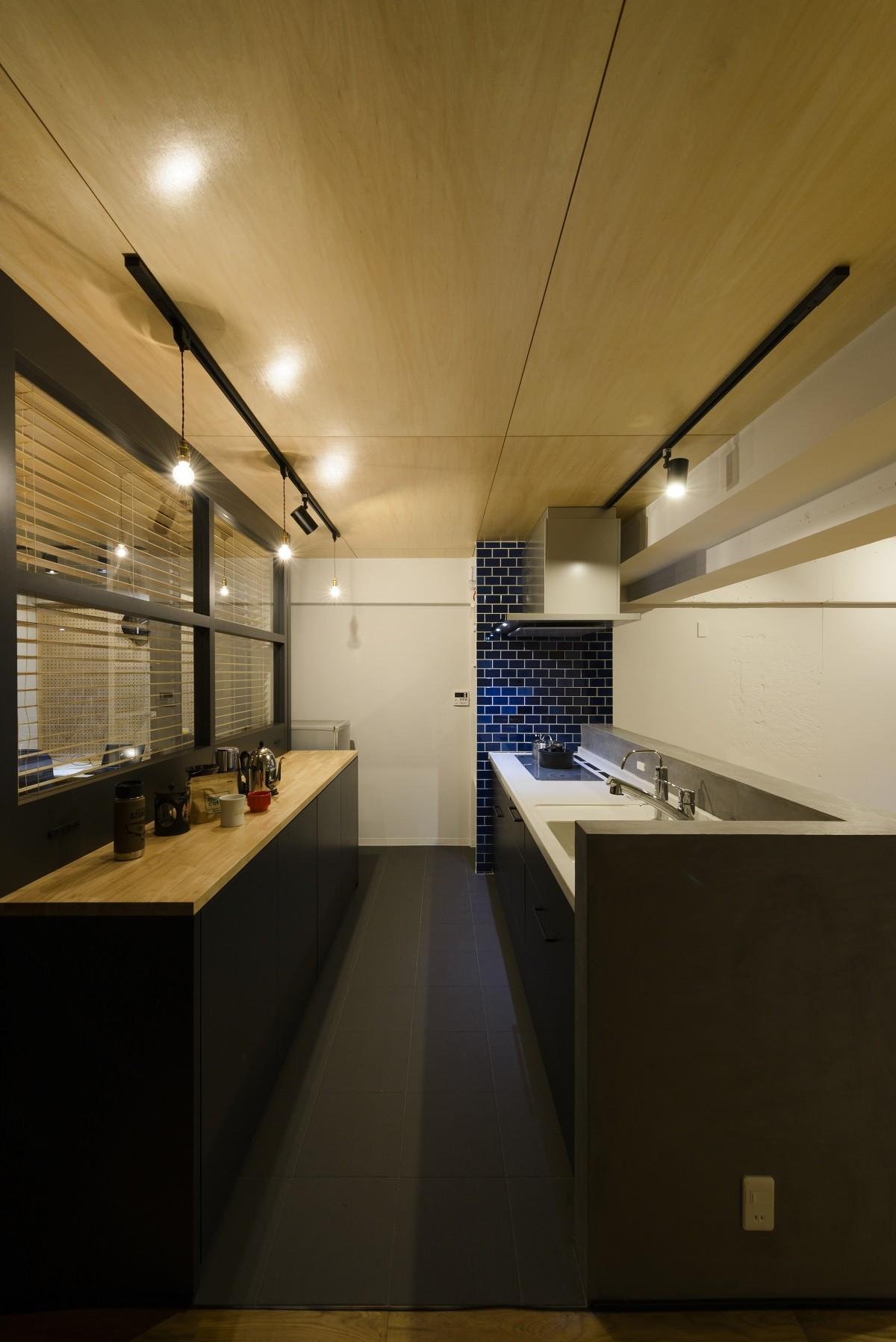キッチン事例:キッチン(モルタル階段の家)
