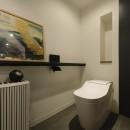 モルタル階段の家の写真 トイレ
