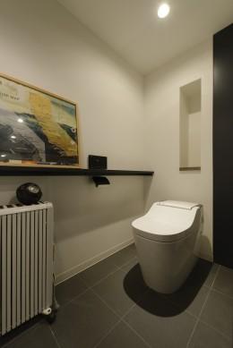 モルタル階段の家 (トイレ)