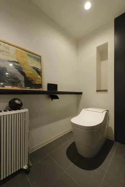 トイレ (モルタル階段の家)