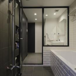 モルタル階段の家 (バスルーム)