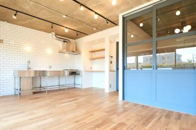 開放的で心地よい空間 (ダイニングキッチン)