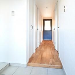 開放的で心地よい空間 (廊下)