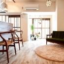 素材を活かす贅沢な空間の写真 リビング