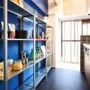 素材を活かす贅沢な空間の写真 キッチン