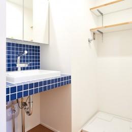 素材を活かす贅沢な空間 (洗面)