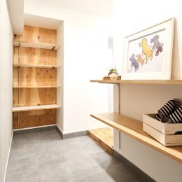素材を活かす贅沢な空間 (玄関)