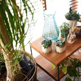 素材を活かす贅沢な空間 (リビング)
