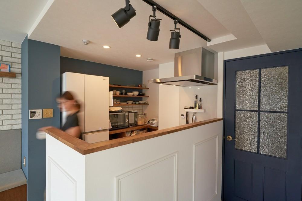 ミニマム空間を広々最大限に生かしたマンションリノベーション (キッチン)