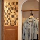 ミニマム空間を広々最大限に生かしたマンションリノベーションの写真 玄関