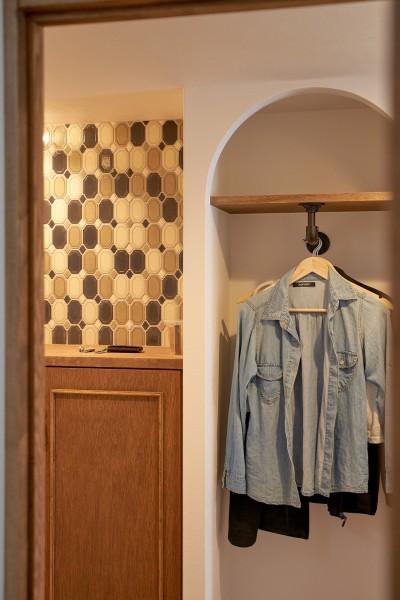 玄関 (ミニマム空間を広々最大限に生かしたマンションリノベーション)