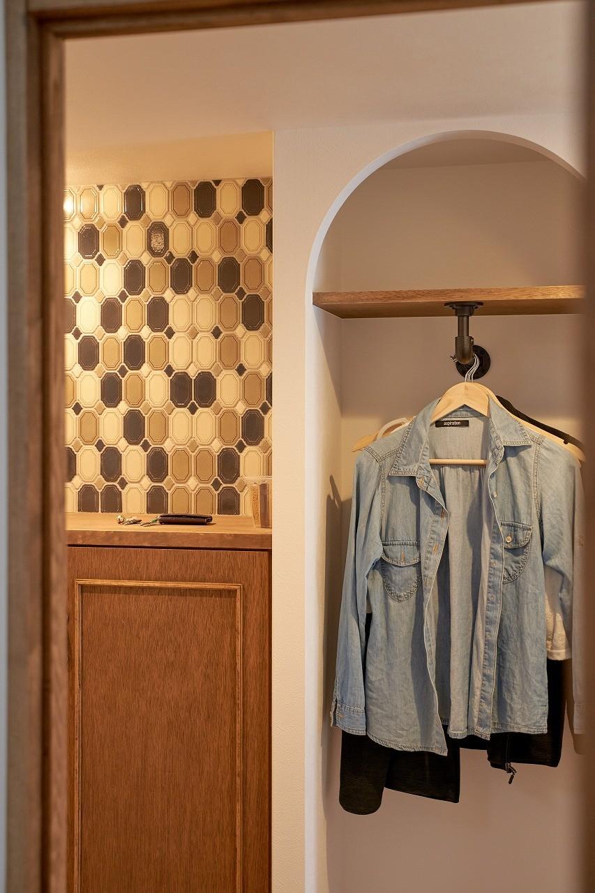 玄関事例:玄関(ミニマム空間を広々最大限に生かしたマンションリノベーション)