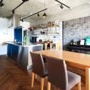 こだわり溢れるインダストリアルな空間の写真 ダイニングキッチン