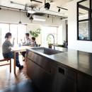インダストリアル素材に囲まれ暮らすの写真 ダイニングキッチン