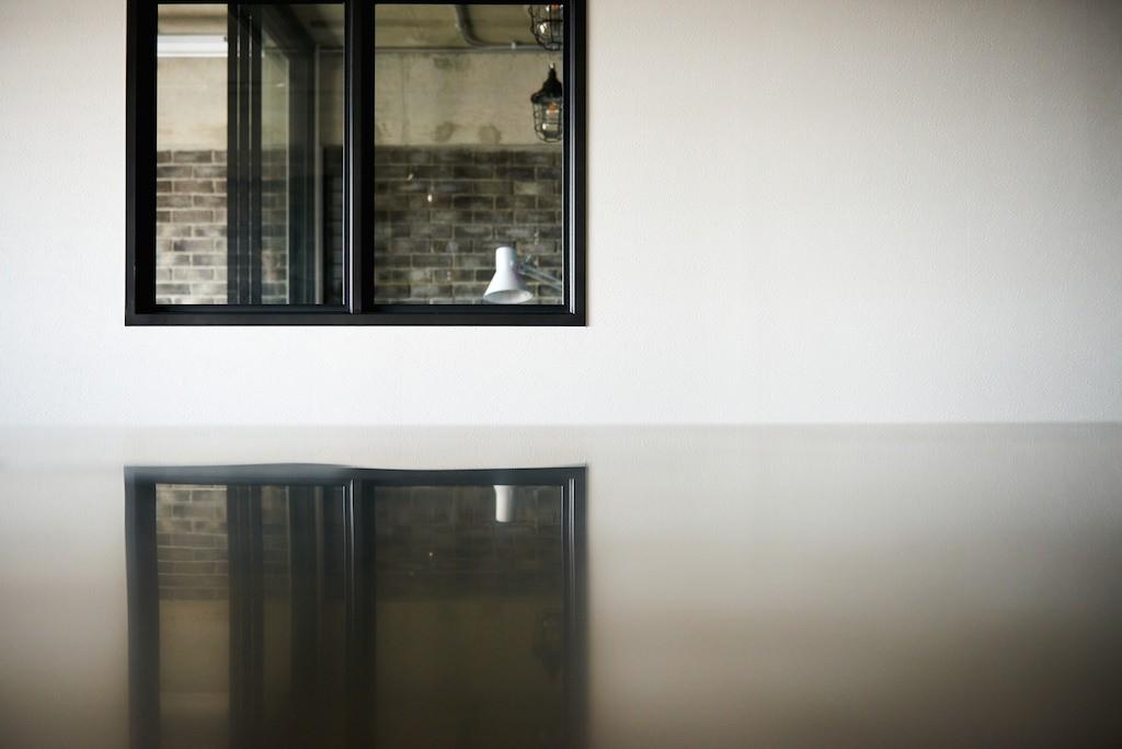 キッチン事例:内装(インダストリアル素材に囲まれ暮らす)