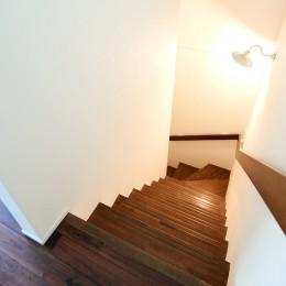シンプルに上質なお家 (階段)