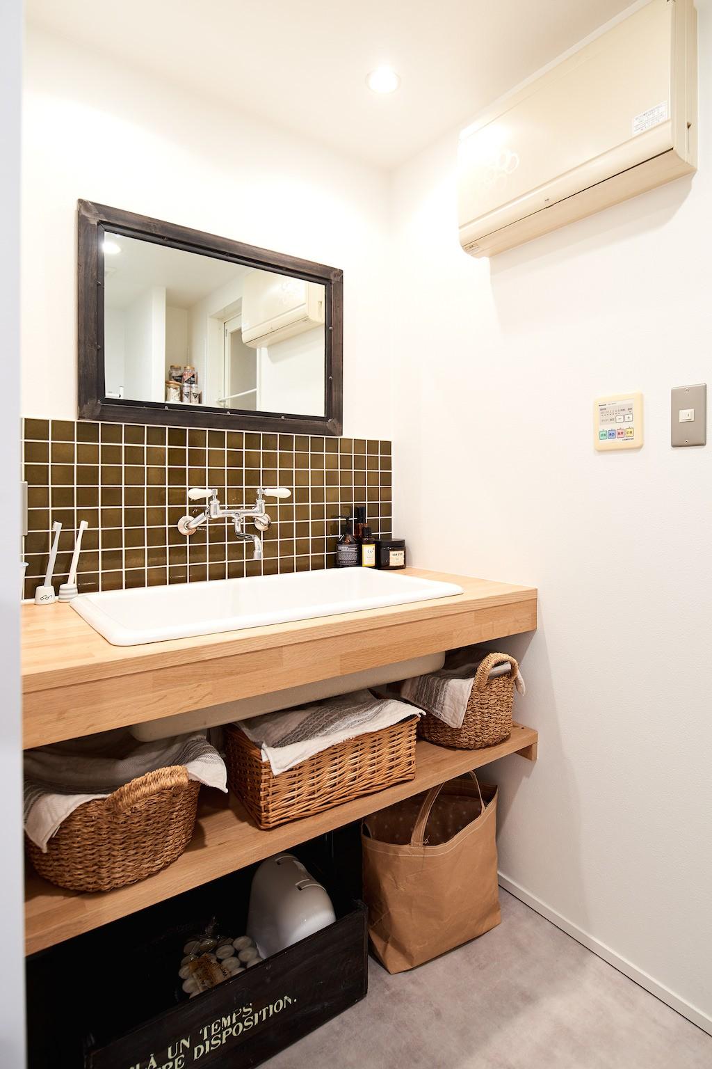 バス/トイレ事例:洗面(古材が映えるディスプレイ空間)