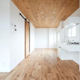 深呼吸する森林の家 (ダイニングキッチン)