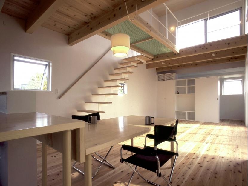 東松山のL型ボックス/Moさんの家の写真 作り付けダイニングテーブル(取り外し可能)のあるリビング・ダイニング