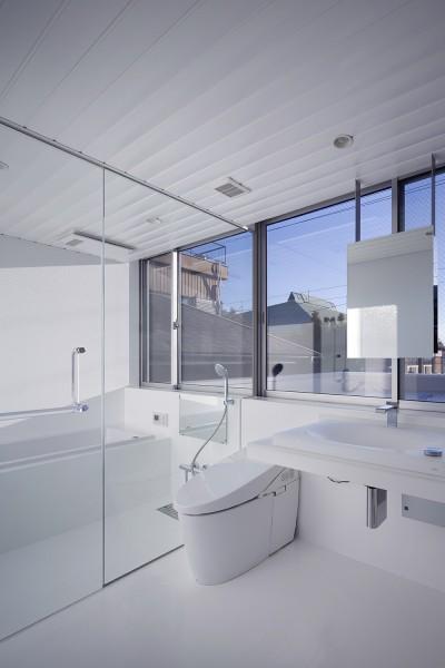 3階洗面脱衣室、浴室 (徳島の住宅)