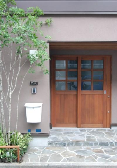 木製玄関引戸 (木造耐火構造の町屋~狭小地3階建ての住まい~)