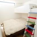 自分たちらしい住まいを求め、少しずつの変化を楽しむ住まいの写真 Family Bedroom
