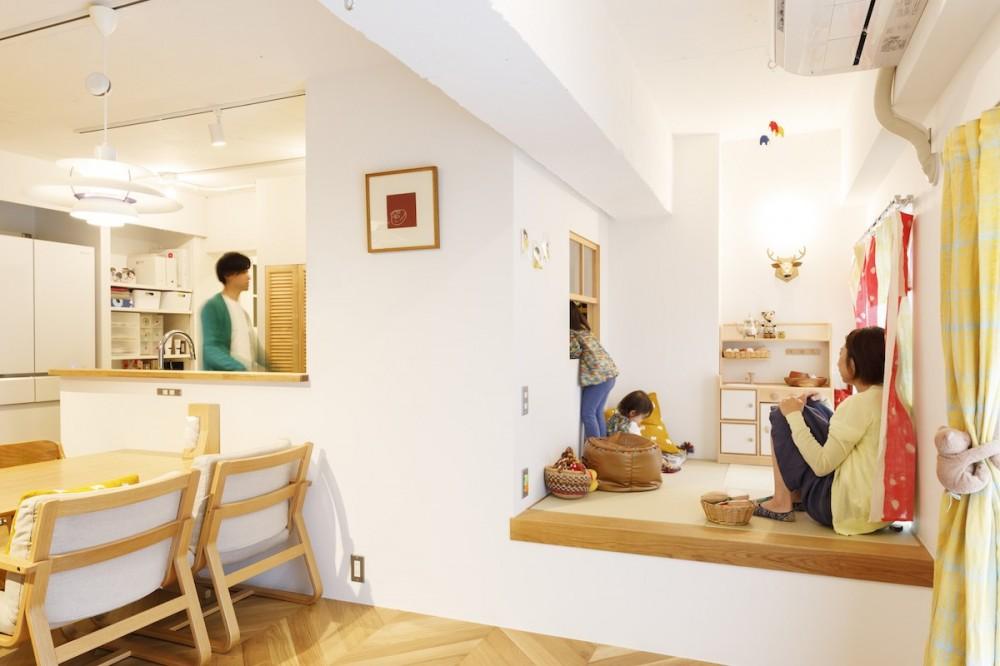 H邸-キッチンと窓でつながる子ども部屋。子育て世帯のリノベ (リビング)