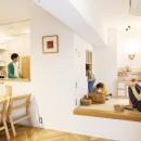 H邸-キッチンと窓でつながる子ども部屋。子育て世帯のリノベの写真 リビング