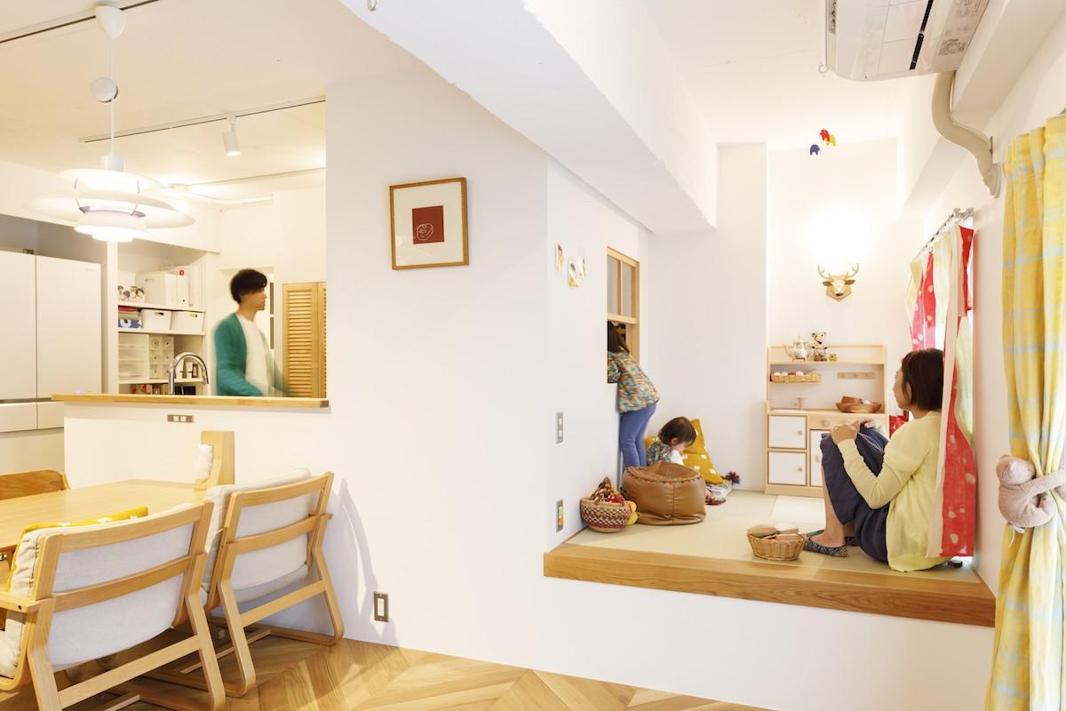リビングダイニング事例:リビング(H邸-キッチンと窓でつながる子ども部屋。子育て世帯のリノベ)