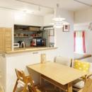 H邸-キッチンと窓でつながる子ども部屋。子育て世帯のリノベの写真 ダイニングキッチン