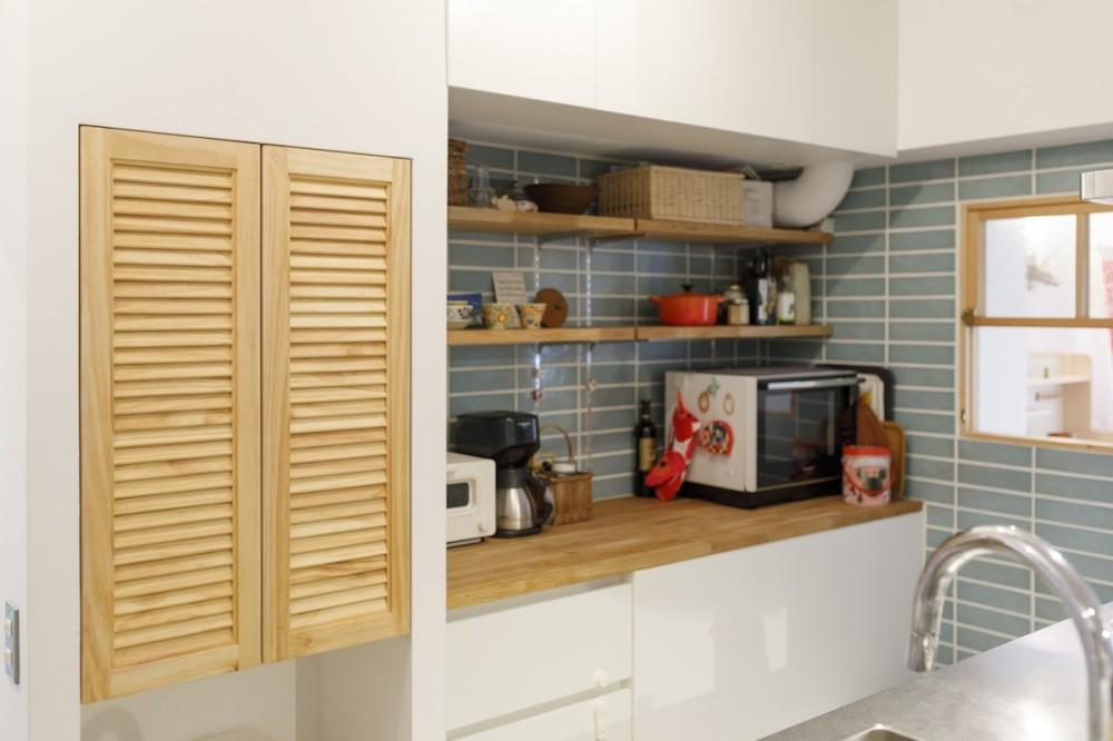 H邸-キッチンと窓でつながる子ども部屋。子育て世帯のリノベ (キッチン)