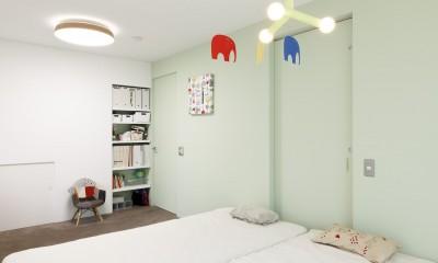 H邸-キッチンと窓でつながる子ども部屋。子育て世帯のリノベ (寝室)