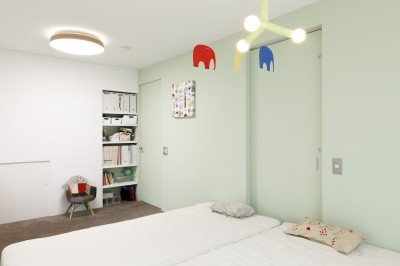 寝室 (H邸-キッチンと窓でつながる子ども部屋。子育て世帯のリノベ)