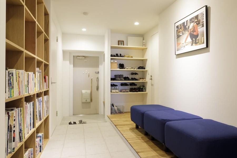 玄関事例:玄関廊下(K邸-組み合わせを楽しむ。間取りの知恵と暮らしの工夫)
