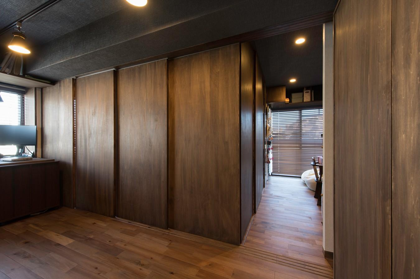 リビングダイニング事例:ワンルームのリビングに建具で個室をつくります。(カグ ノ モリ)