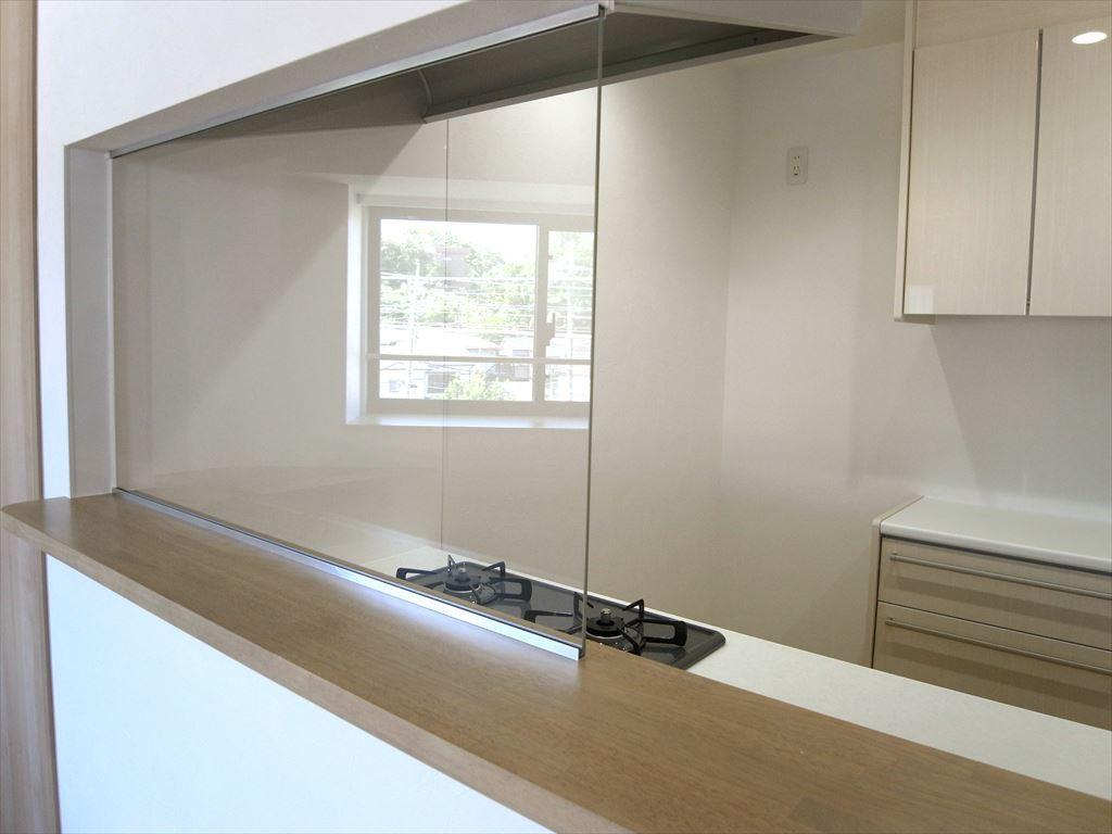 キッチン事例:キッチン(日差しが差し込む明るいキッチン)
