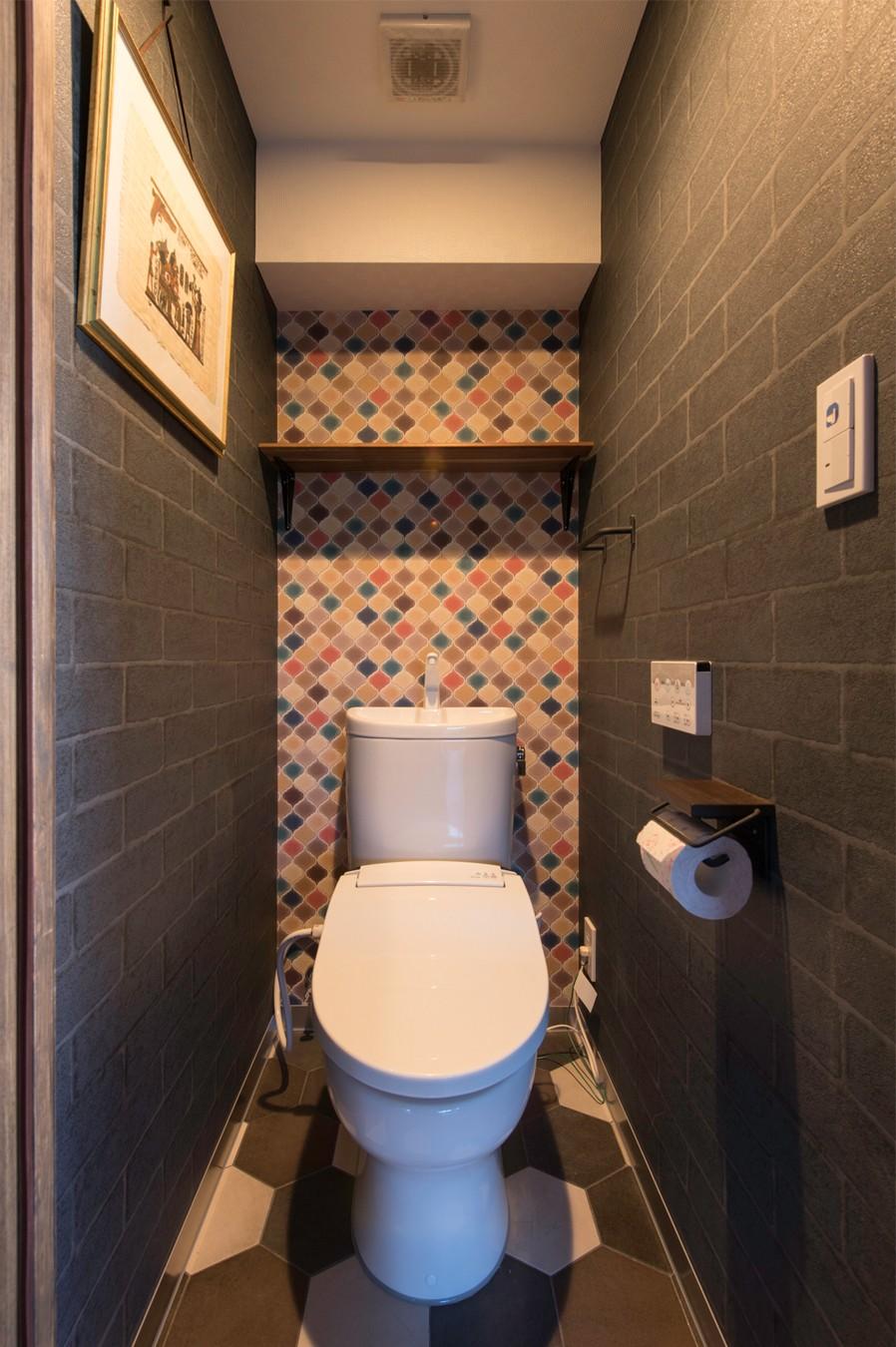 バス/トイレ事例:トイレ(カグ ノ モリ - 壁面全面造作家具のリノベーション -)