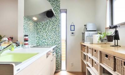 最小限のリフォームで二世帯にリノベーション (キッチン)