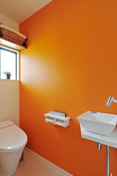 トイレ (最小限のリフォームで二世帯にリノベーション)