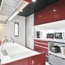 明るく風が通るリビング 長居したくなる空間への写真 広々としたキッチン