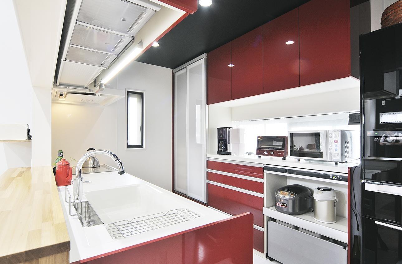 キッチン事例:広々としたキッチン(明るく風が通るリビング 長居したくなる空間へ)